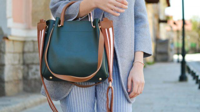 20代女性、月収25万円でも職業によって幸福度が違う?
